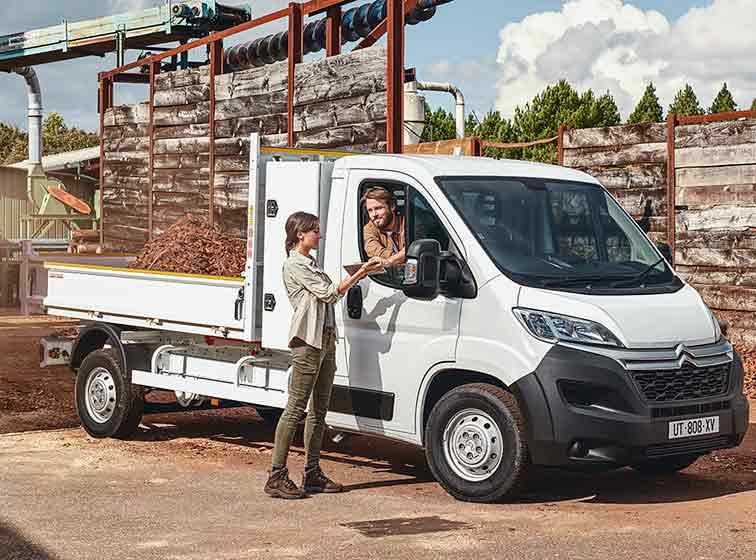 descubre las fortalezas de este vehículo para tu comercio furgones y furgonetas
